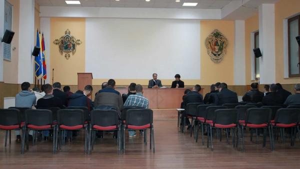 Seria evenimentelor ocazionate de vizita lui Éric de Rus în România, a continuat miercuri, 2 martie 2016, cu o vizită la Institutul Teologic Greco-Catolic, din Oradea, în cadrul căreia a avut loc o scurtă Conferință. În cadrul acesteia, Éric de Rus le-a vorbit studenților Institutului despre viața și personalitatea lui Edith Stein, despre filosofia și teologia sa. La final, studenților le-a fost prezentată cartea Viziunea educativă a lui Edith Stein, autor Éric de Rus, apărută la Editura Spandugino. Vizita la Oradea a cuprins și întâlnirea cu Episcopul Greco-Catolic de Oradea, Virgil Bercea, la sediul Episcopiei Greco-Catolice, unde au avut loc schimburi de păreri despre ceea ce înseamnă Edith Stein pentru educație și teologie.